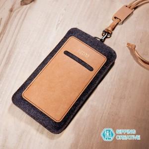 俬品創意 - 設計款紙革直式手機套附頸繩 (適用5.5吋)-雅痞駝